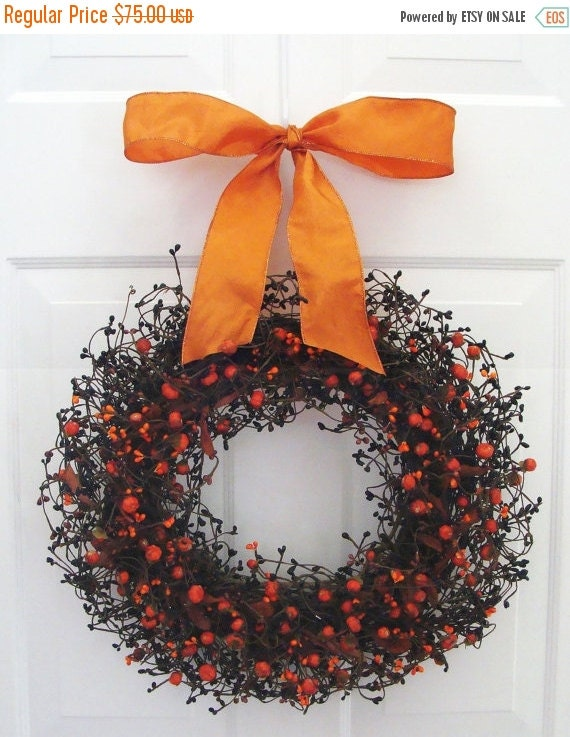 FALL WREATH SALE Halloween Decor, Mini Pumpkin Halloween Wreath, Halloween Decoration, Berry Wreath with Ribbon, Berry Wreath, Fall Wreath