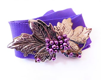 Vintage Ladies Stretch Elastic Belt , Deep Purple with Gold Grape Leaves and clustered purple faux pearl grapes buckle, Adjustable