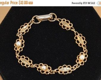 On sale Pretty Vintage Faux Pearl, Gold tone Bracelet