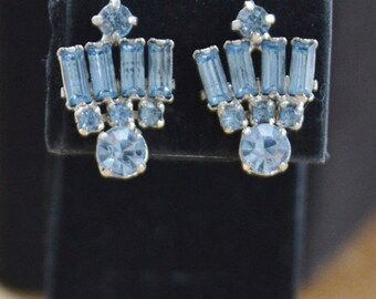 On Sale Pretty Vintage Light Blue Rhinestone Screwback Earrings (L9)