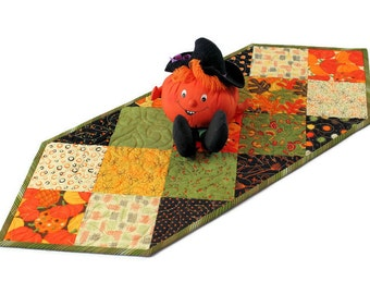 Autumn Table Runner Quilt with Pumpkins in Gold, Brown and Green, Fall Decor, Thanksgiving