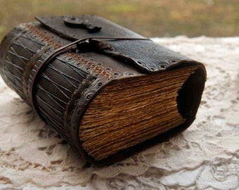 The Storyteller - Dark Brown Leather Journal, Extra Thick, 430 Tea Stained Pages, Vintage Key - OOAK