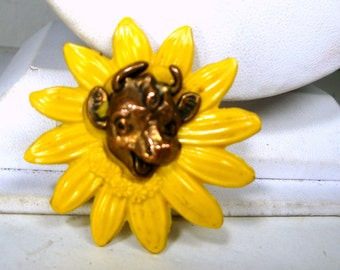 Borden ELSIE the Cow Pin, Yellow Sunflower w Copper Smiling Bovine Brooch, Advertising USA Company, by Allyn Products, Moo, Farm Animal