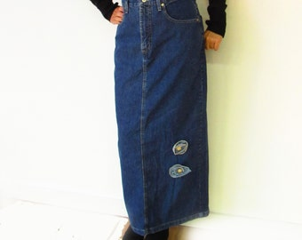Long jeans skirt up-cycled with jeans roses, pencil skirt, long jeans skirt by French Dressing, Made in Canada vintage denim skirt, OOAK