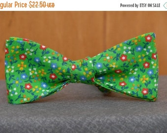 Floral on Green  Bow Tie