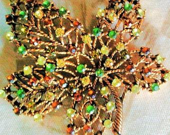 Vintage MONET Rhinestone Leaf Brooch good quality