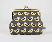 Metal frame coin purse - Mini yellow birds on dark grey - Deep dad / Pale yellow grey black