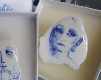 Portrait of a girl - Hand painted porcelain brooch in blue and white Delft -  original Dutch Delft