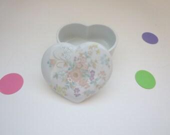 Vintage Heart shaped Jewelry box – Takahashi White Porcelain Heart Shaped Jewelry Trinket Box in Sachet Pattern