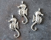 8 Seahorse beads, silver seahorse, seahorse Charm, seahorse Pendant, Metal Alloy Very Large, detailed , light weight 29x12 mm, full relief