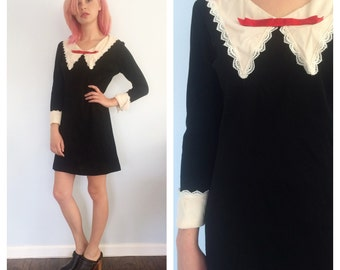 Vintge 60s Ivory Collar Mini Shift Dress