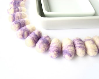 SALE 16 marble felted wool pebbles / beads (purple, white). DIY felt craft, garland decoration, diy necklace, gifr wrap, holiday decorations
