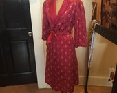film noir quilted vintage satin raspberry pink robe dressing gown 50s