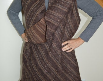 Versatile shawl in different color and texture