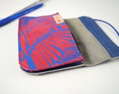 Wallet of pink and blue leather with blue screenprint