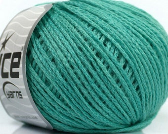 Knitting  yarn, Destash yarn, mint, green, DK, Light, Worsted weight, Y226