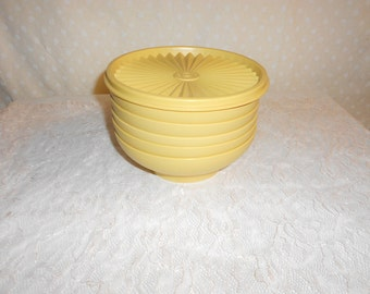 Tupperware Cereal Bowls Set of 6 Harvest gold With 1 lid