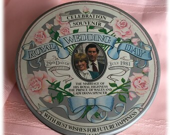 Commemorative Royal Wedding Tin Prince Charles Lady Diana Spencer July 29 1981