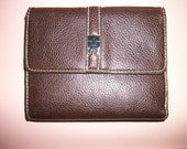 Woman's  Wallet    Faux Leather  Brown Trifold Excellent condition on SAle