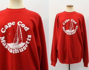 Vintage 80s Sweatshirt CAPE COD Red Tourist Souvenir Sailboat Mass 1980s Long Sleeve Shirt Pullover Retro Vacation Raglan Unisex Large L M