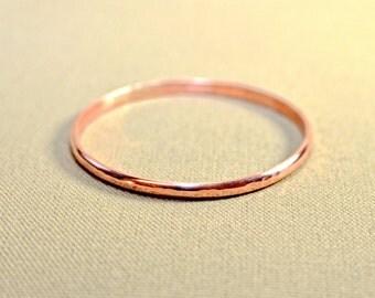 Dainty hammered copper bangle with sleek elegance - BNGL451