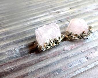 rose quartz gemstone studs with crushed pyrite//rose quartz//studs//earring studs//earrings//boho//pyrite//summer style//rose quartz earring