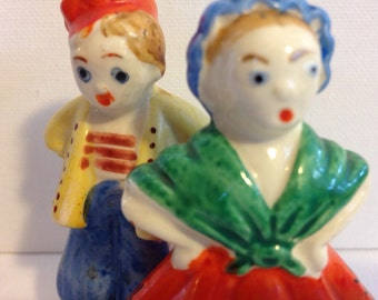 Hmpff! Angry couple salt and pepper shakers - vintage