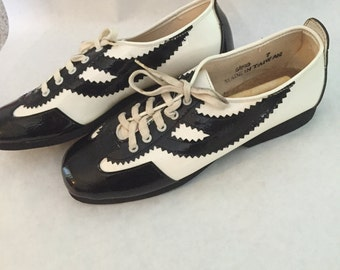 Campus Gliders vintage black and white saddle shoe size 7 women's never been worn