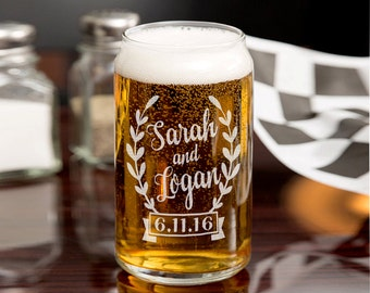 Wreathe Personalized 16oz or 20oz Wedding Beer Can Couples Name with Date Glass Party Decor Wedding Bridesmaid Groosmen Anniversary Favors