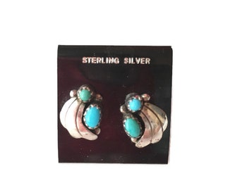 Vintage sterling silver Earrings, Turquoise Petite 1970s