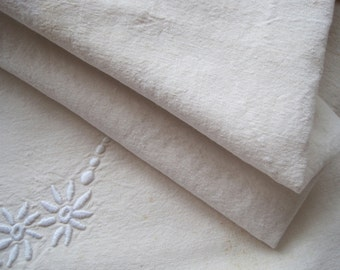 Pretty decorated French linen metis sheet with monogram, great curtain fabric, bed cover, bedding
