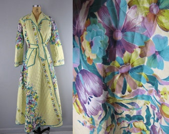 1940s floral robe / 1940s quilted dressing robe / Viridiflora robe