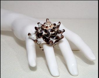 Vintage real seashell ring 9.5 ~ UK size S ~ huge spiky shell brown cream ~ eco ocean animal statement ~ sea life marine biology boho hippie