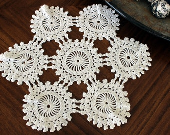 Crochet Placemat or Doily in White, Vintage Wagon Wheel Pattern 13018