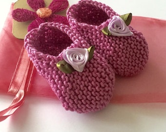 Baby girl gift set - pink/ lilac hand knit baby shoes with lilac ribbon flowers, gift bag, purple flower gift card - 0-3 mths