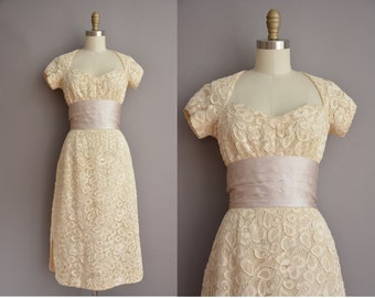 50s sweetheart heavy lace ivory vintage wiggle dress / vintage 1950s dress