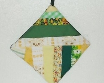 POTHOLDER  (#1) Green and White Scrapy Traditional Split String Quilt Pattern, Old Timey Patchwork, Made in GA Mountains.