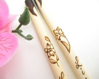 Personalized Lily Chopsticks, Custom chopsticks, Engraved chopsticks Flower, Wood chopsticks, gift for her, for Mom, unique wedding gift