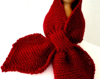 Ascot scarf hand knitted keyhole scarf in green