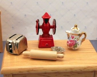 Lot Miniature Dollhouse Kitchen Accessories Coffee Grinder Toaster Rolling Pin Reutter 1 inch Scale