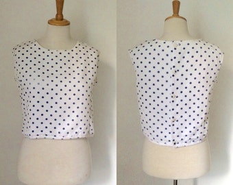 Vintage 1950s white twill polka dot shell top / fifties sleeveless spotty blouse - medium