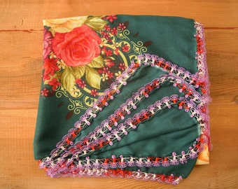 green scarf with oya trim, floral scarf, hairpin lace