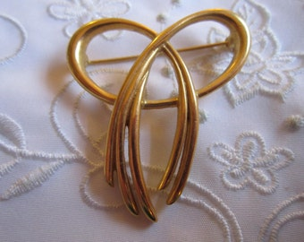 Vintage Gold Tone Ribbon and Bow Brooch