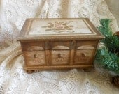 Florentine Jewelry Music Box Vintage by Quilted Nest
