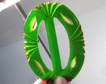Carved Green Bakelite Slide VINTAGE Green BAKELITE Slide Bakelite Scarves Belts Vintage Fashion Sewing Jewelry Supplies (L172)