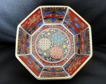 """Vintage Japanese Hand Painted Gold Accent Rice Bowl Red Blue 6"""" Diameter"""
