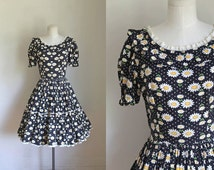 vintage 1960s floral dress - DANCING DAISIES swing dress / XS/S