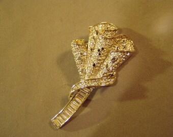 Vintage Clear Rhinestone Flowing Ribbon Design Sparkling Pin Brooch  8604