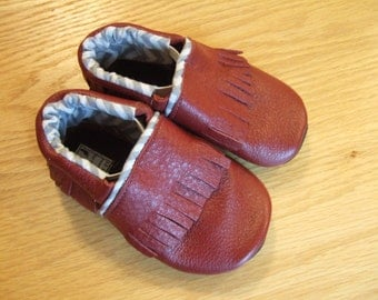 red leather baby moccasins size 5 / 12-18 months
