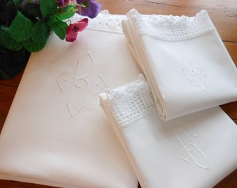 Beautiful Vintage Hand Embroidered Monogrammed Full Size Flat Sheet And Pillowcases With Hand Crocheted Trim Free Shipping